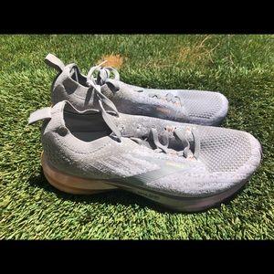 Women's Brooks Levitate 3 Running shoes sz 7.5